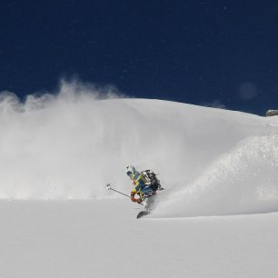 Splitboardové prášení v závěru Velké studené doliny ve Vysokých Tatrách