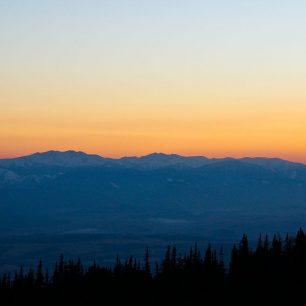 Západ slunce a pohled na hřeben Nízkých Tater