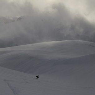 Sjezd ze Skarasalenu, kde se to přes hloubku sněhu skoro nedalo rozjet